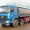 成龙威解放小三轴化工液体运输车