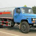 成龙威东风140尖头化工液体运输车