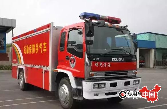 泡沫罐和涡轮喷气发动机等灭火装置的消防车