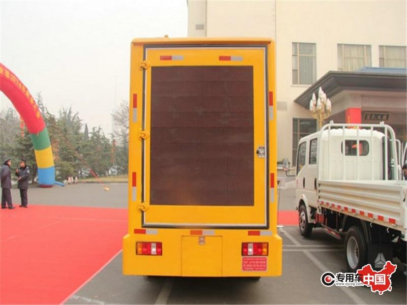 重汽豪沃LED广告车背部