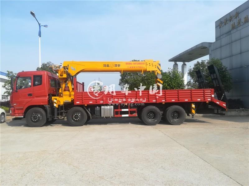 东风14吨随车起重运输车车型实拍图片1