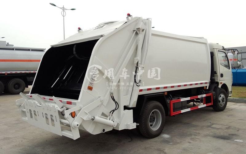 东风多利卡5方小型密封式垃圾车