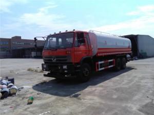 东风23吨保温运水车