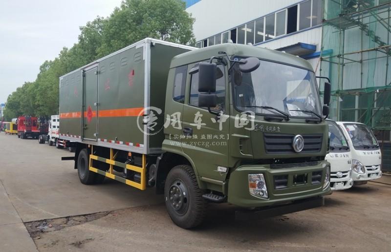 东风专用爆破器材运输车