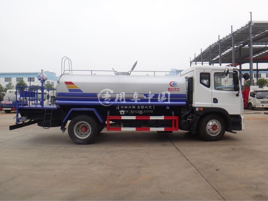 东风D9型8方洒水车