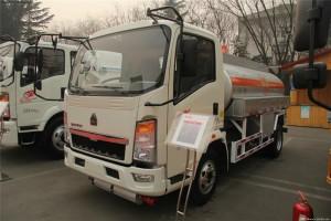最新重汽豪沃5吨油罐车价格¥14.5万