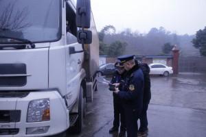 泸州运管局对烟花爆竹运输车辆进行监督检查