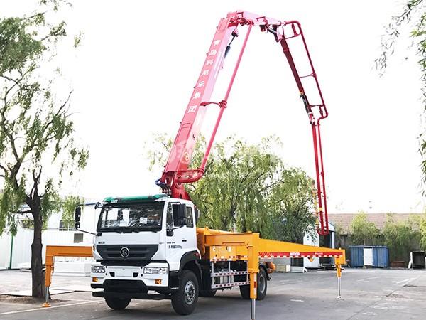 华一重汽M5G33米混凝土泵车
