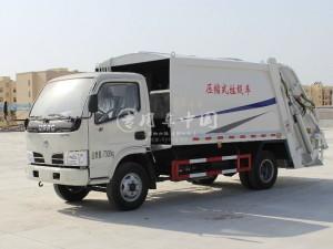 东风小多利卡4吨垃圾车