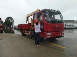 解放6.3吨随车起重运输车