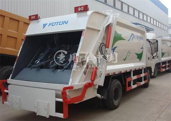 福田5方压缩式垃圾车