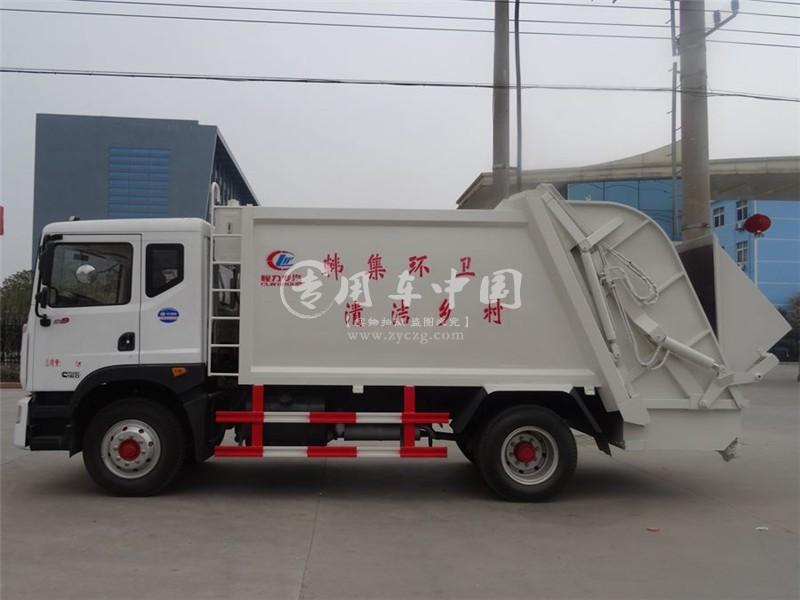 多利卡12方压缩式垃圾车