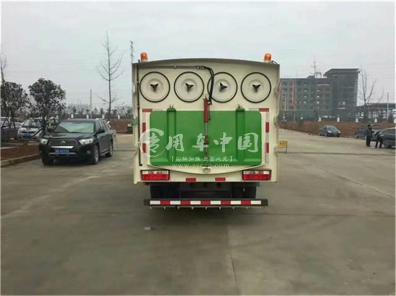 东风吸尘车图片
