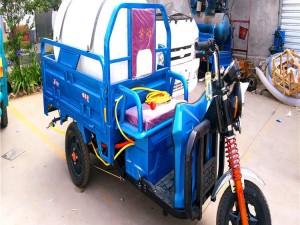 小型电动洒水车
