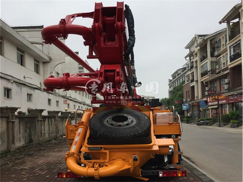 重汽33米混凝土泵车