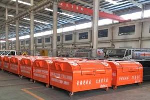 广东佛山卫生局购车案例--10台勾臂垃圾车200个垃圾箱发车