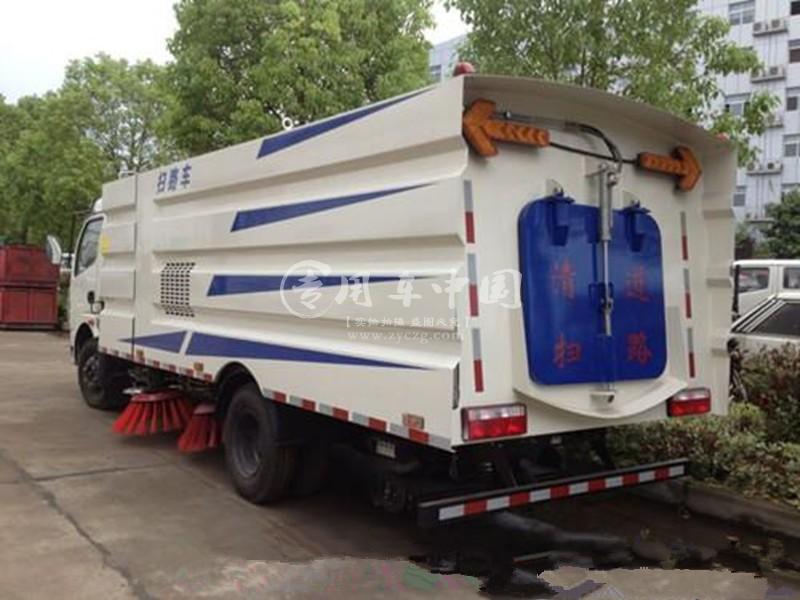 东风5方湿式扫路车图片