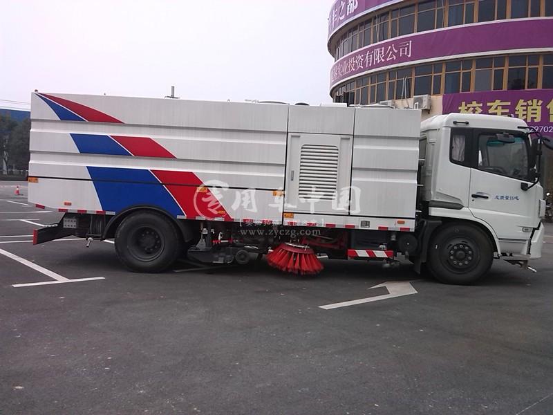 东风天锦吸扫式扫路车图片