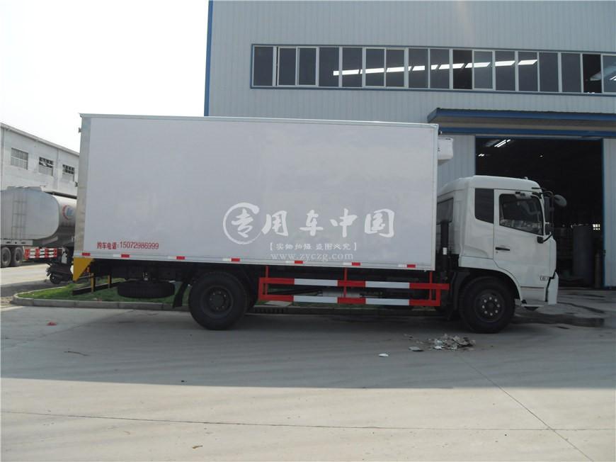 东风天锦6.5米冷藏车侧身图