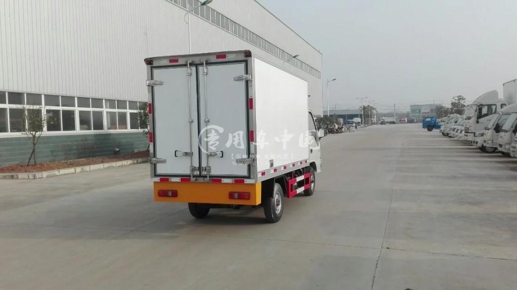 江淮康玲3.1米冷藏车尾部图
