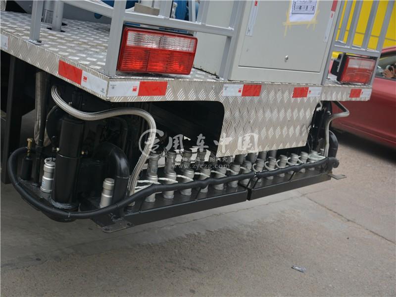 程力东风多利卡6吨沥青洒布车图片