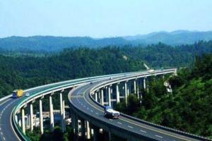 云南实施高速公路差异化收费试点 预计全年优惠通行费11亿元