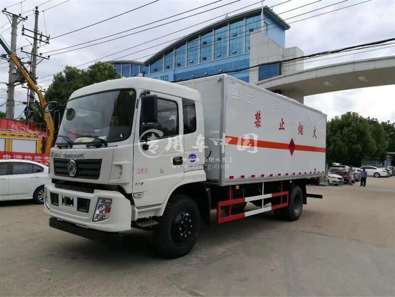 东风专底6.1米爆破器材运输车