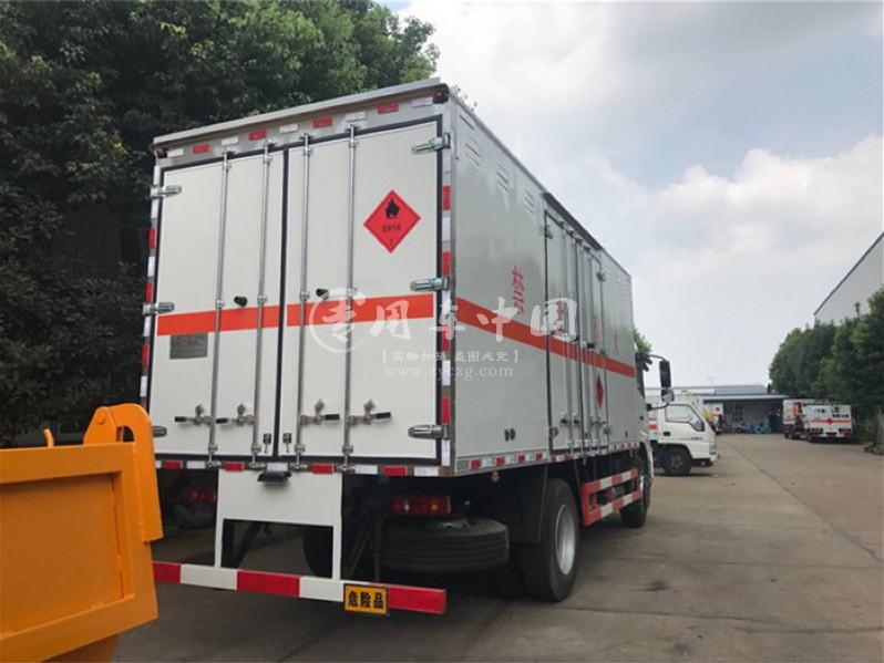 东风天锦6.1米爆破器材运输车