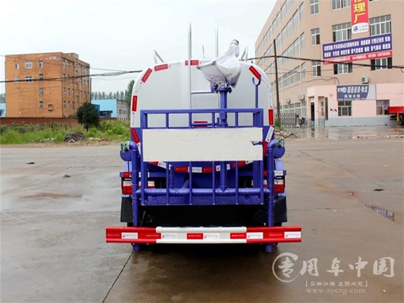 5吨东风洒水车图片