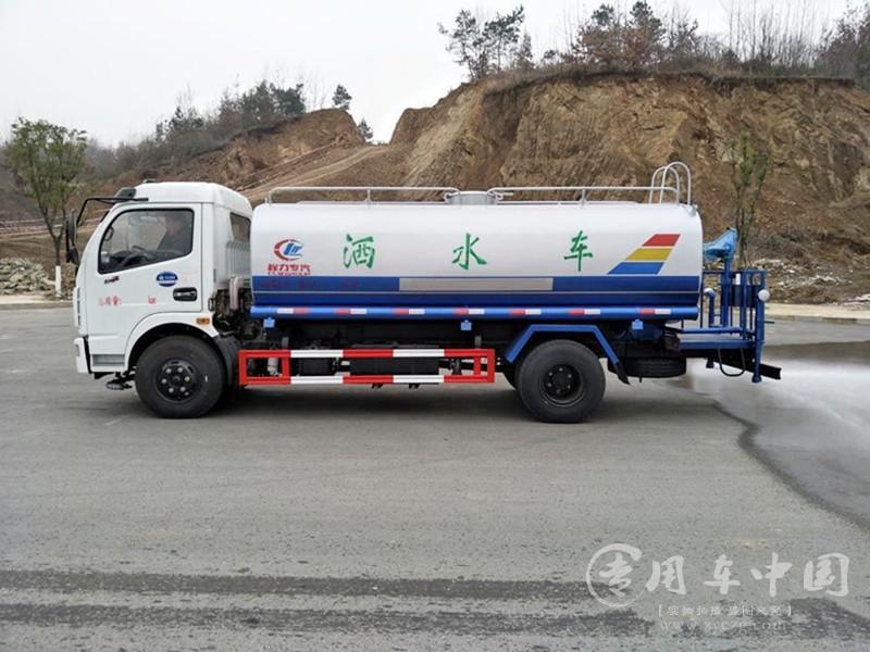 8吨东风洒水车图片