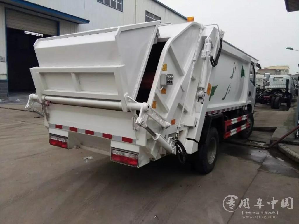 程力东风福瑞卡4方压缩式垃圾车