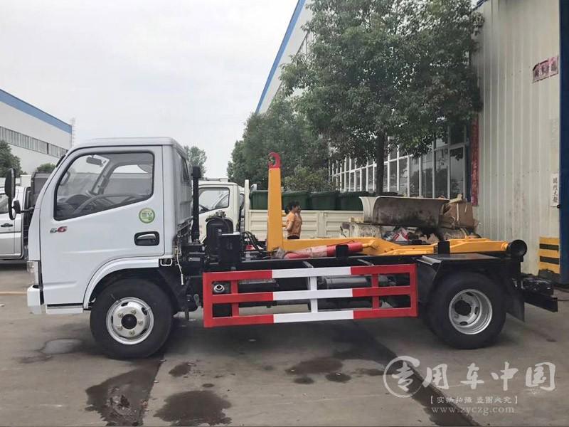 合力东风多利卡5方勾臂式垃圾车