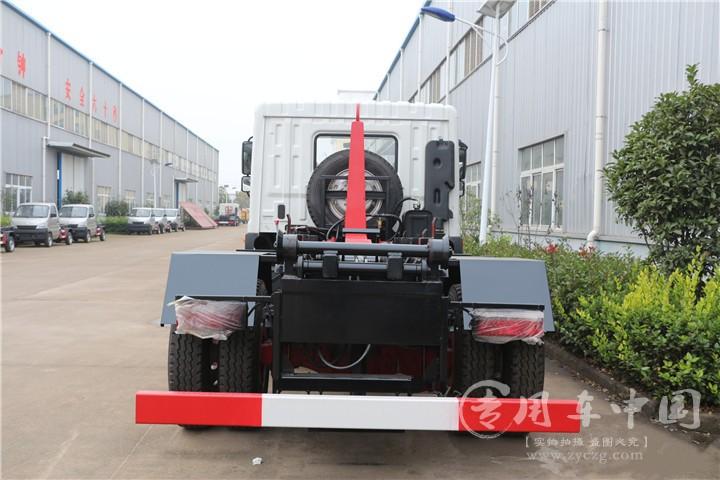 合力东风D9 8方勾臂式垃圾车