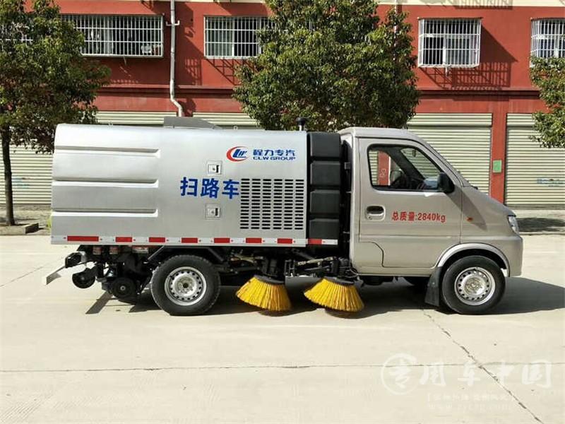 长安2吨小型扫路车动态
