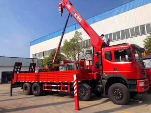 东风T5前四后八12吨随车吊带爬梯