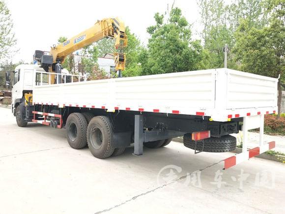 东风天龙后八轮12吨随车吊图片