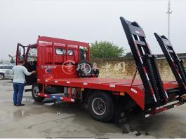 重汽王牌挖机平板运输车
