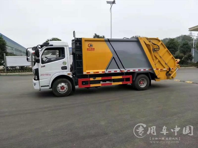 环卫垃圾车准备迎接垃圾车的转型