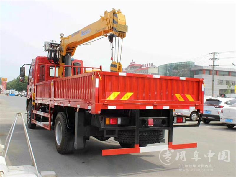 东风柳汽单桥乘龙随车吊8吨图片