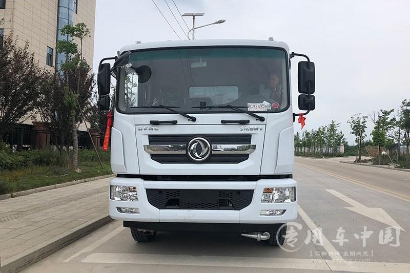 东风D9绿化12吨喷洒车发车新疆