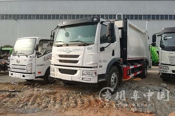 解放龙V12方压缩式垃圾车厂家直销