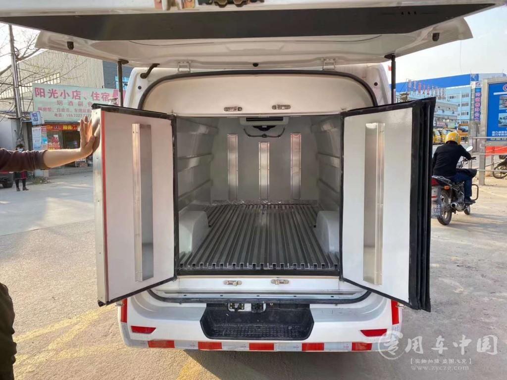长安睿行面包冷藏车