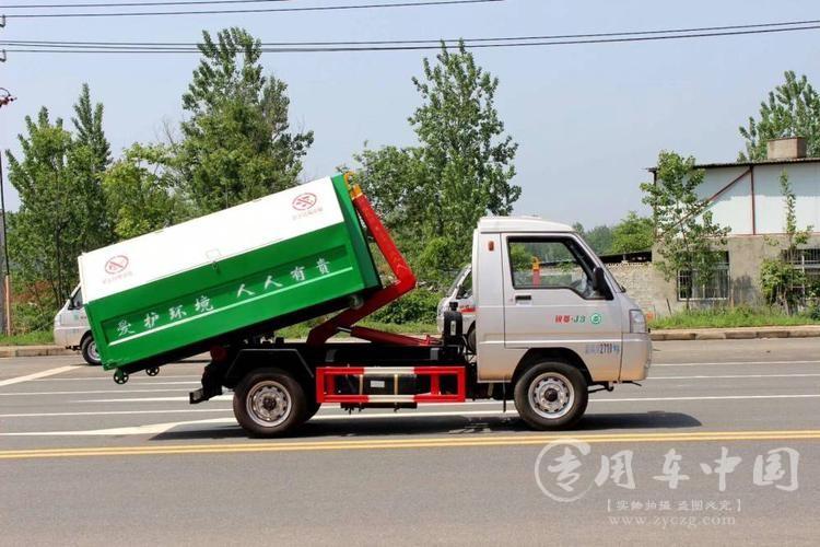 垃圾车助力农村垃圾收运处置体系建设