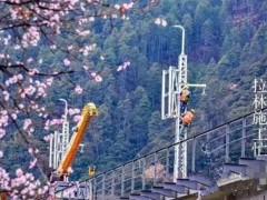 解放徐工随车吊助力西藏首条电气化铁路建设