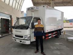 江西用户来厂提订购的江铃顺达冷藏车