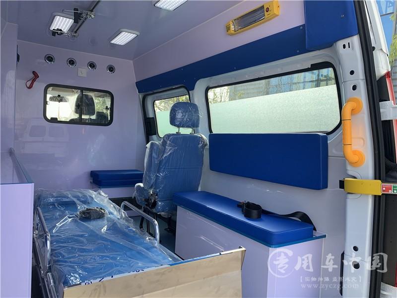 医疗全顺救护车图片