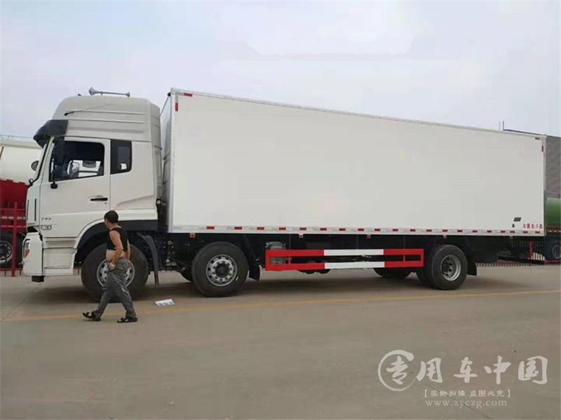 东风天龙前四后四9.6米大型冷藏车图片2