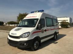 依维柯救护车轻巧灵活,行驶安全稳定