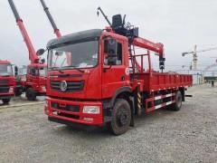 国六东风T5 8吨徐工随车吊6米1货厢配置