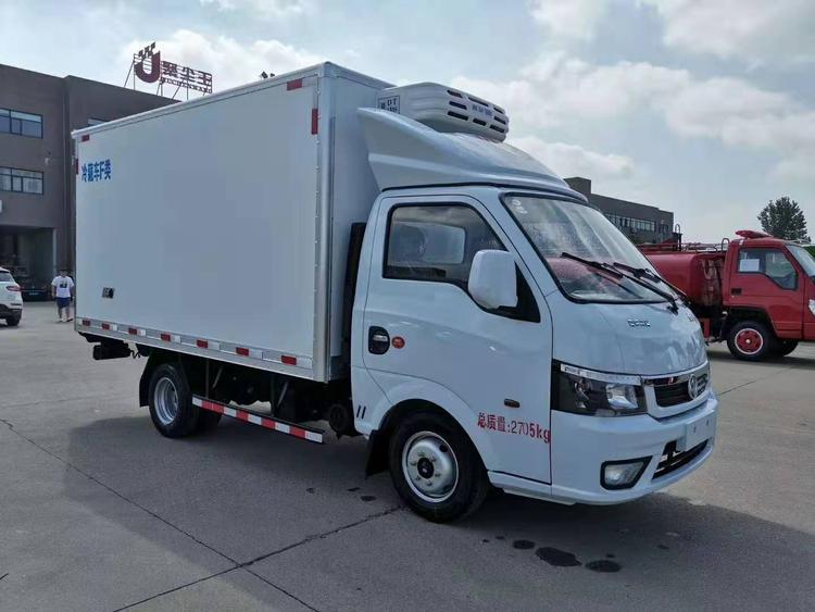 国六东风途逸3.5米小型冷藏车